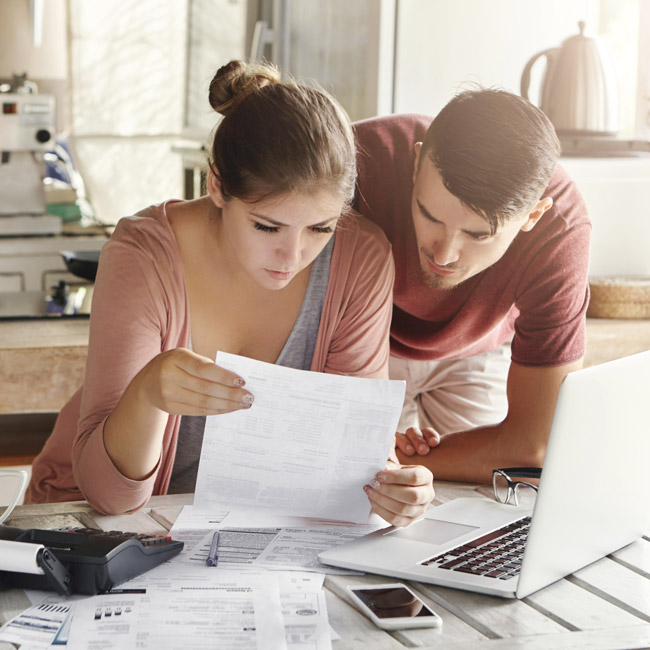 Couple-worried-about-finances
